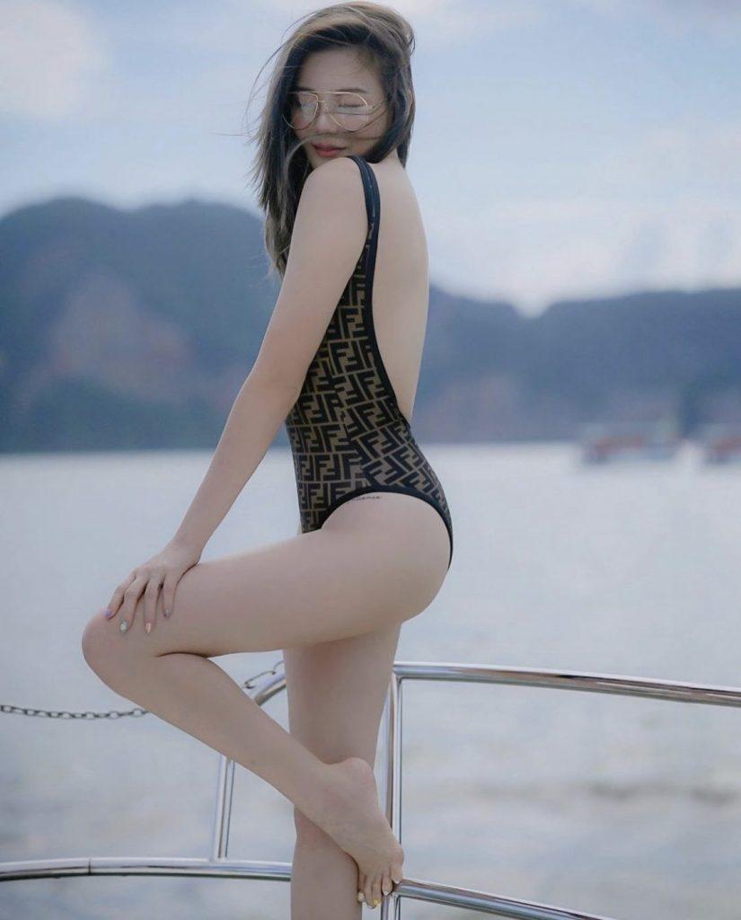 ชุดว่ายน้ำ เปิดหลังเซ็กซี่สุด