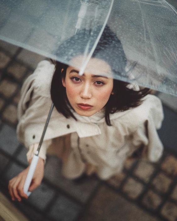 แฟชั่นหน้าฝน หนีไม่พ้น ร่มน่ารัก ๆ สไตล์สุดชิค