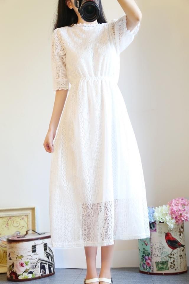 (White dresses)