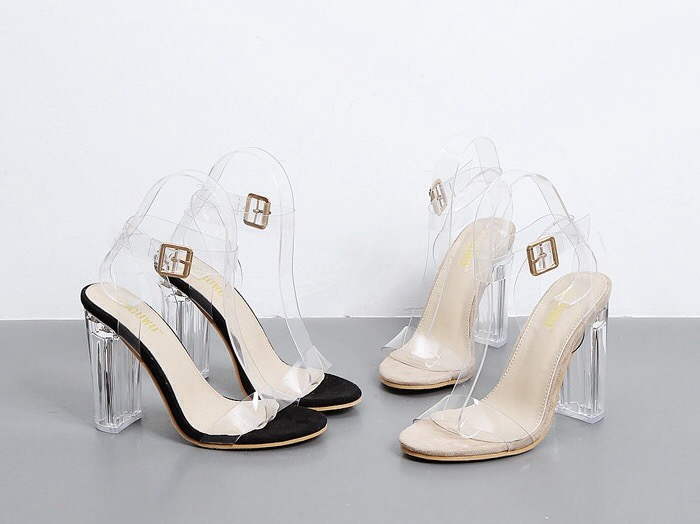 แฟชั่นรองเท้าแก้ว 2020 รุ่นนี้สวยๆทั้งนี้
