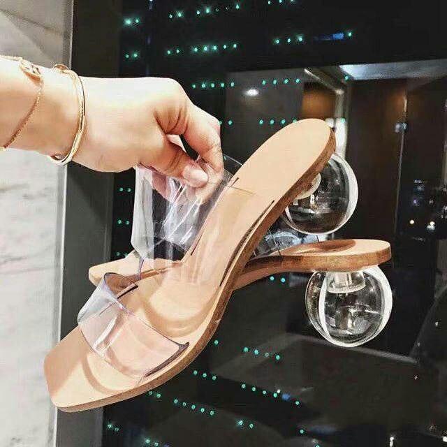 แฟชั่นรองเท้าแก้ว 2020 รุ่นแม่อั้มสวยๆ