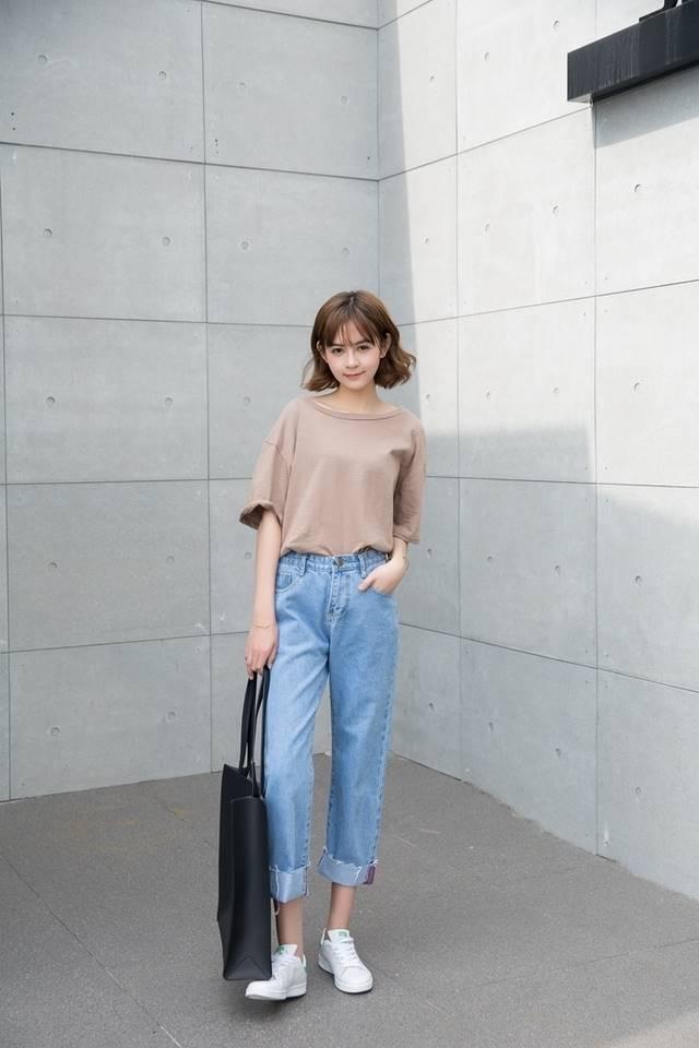 แฟชั่นเสื้อยืดกางเกงยีนส์ที่ลักษณะสไตล์อาร์ตติสใส่วันสบายๆของสาวๆสายอาร์ทติส