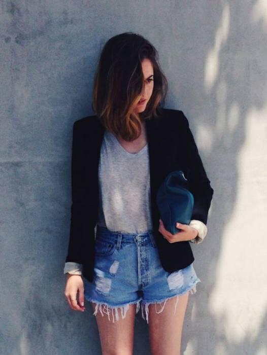 แฟชั่นเสื้อยืดกางเกงยีนส์ ที่มีการใส่ทับกับเสื้อเบลเซอร์