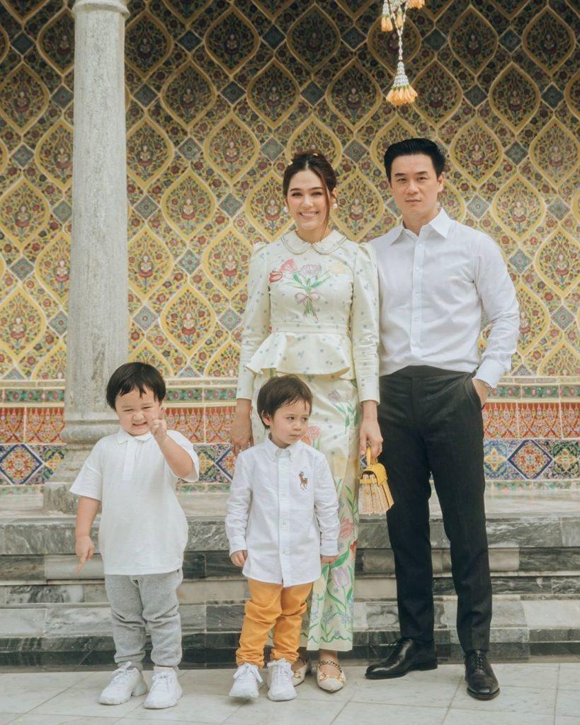 ชมพู่ อารยา แต่งตัวเข้าวัด แบบไหนให้ดังสนั่นโลก พร้อมครอบครัว สามีและลูก