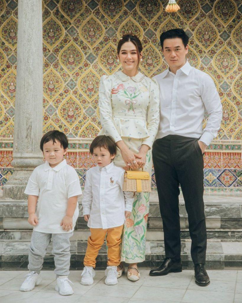 ชมพู่ อารยา แต่งตัวเข้าวัด แบบไหนให้ดังสนั่นโลก พร้อมครอบครัวที่น่ารัก