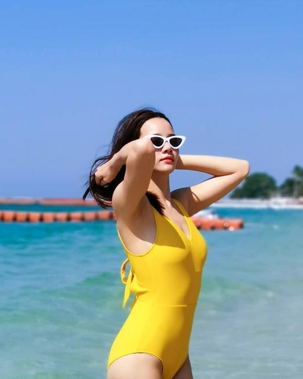 ส่องแฟชั่น ชุดว่ายน้ำ เซเลบดาราไทยสุดแซ่บ 2020 สีบาดตา