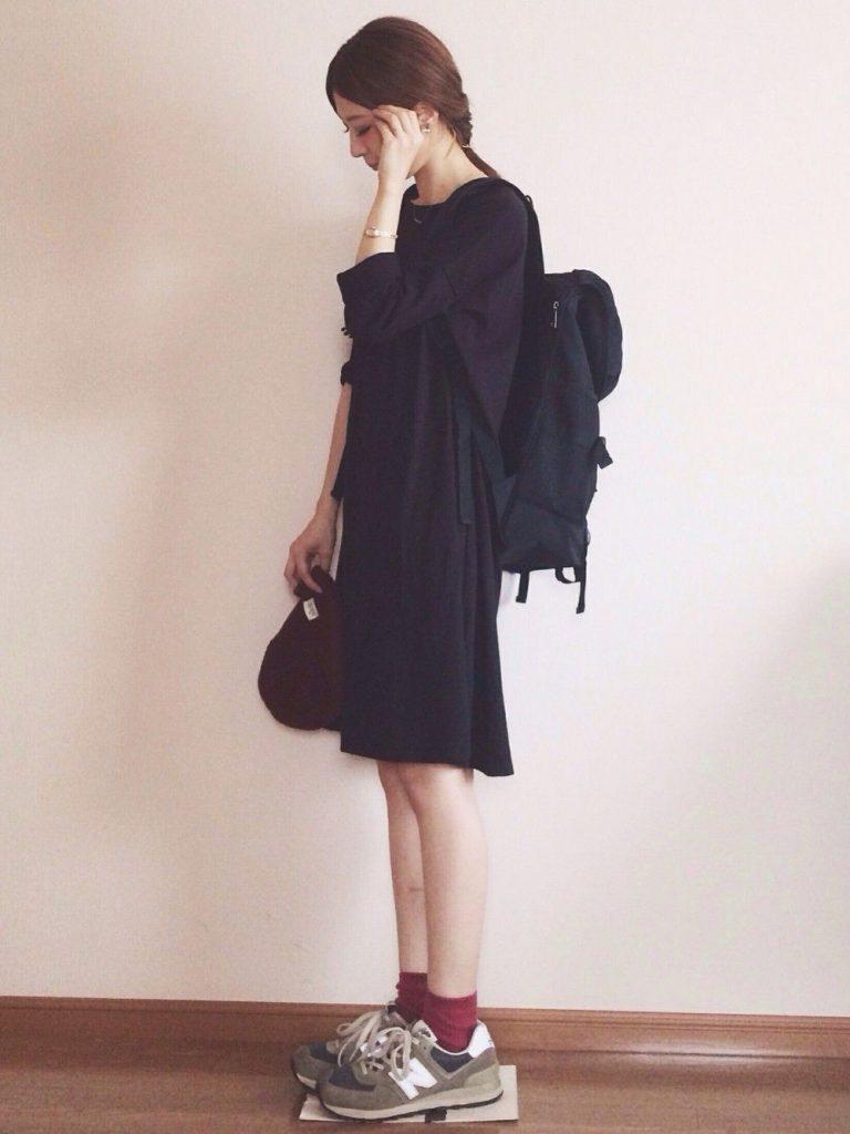 ถุงเท้าสีพาสเทล กับชุดดำ