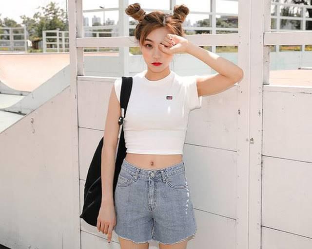 แฟชั่น เสื้อครอปรัดรูป แบบหวานๆสาวเกาหลี