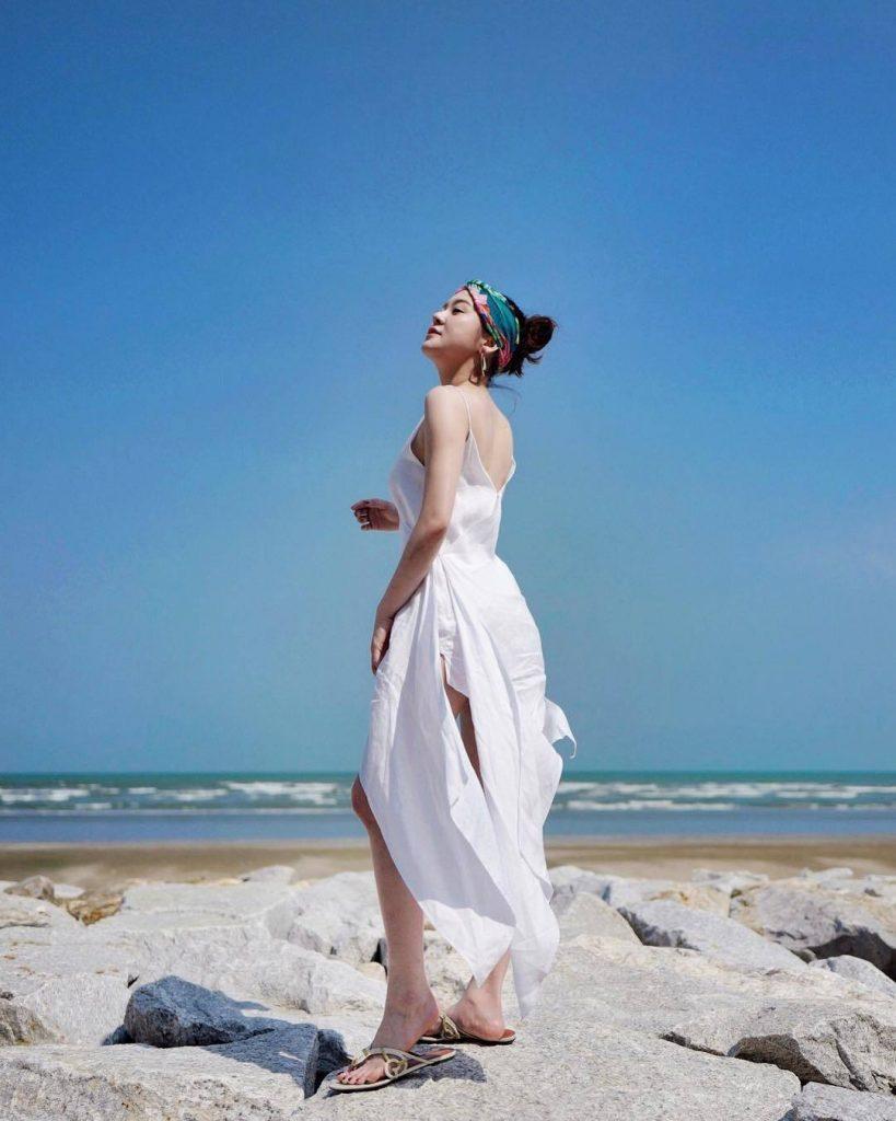 แต่งตัวไปทะเล เดรสขาวถ่ายรูปสวย