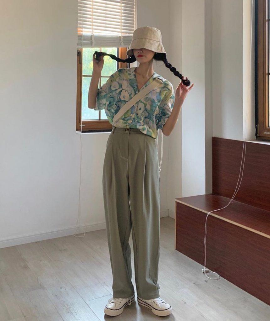 กางเกงทรงลุงขายาว กับเสื้อเชิ้ตลายดอก