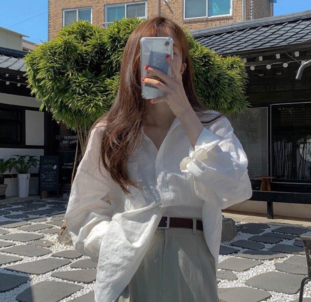 กางเกงทรงลุงขายาว กับเสื้อเชิ้ตสีขาวเท่ๆ