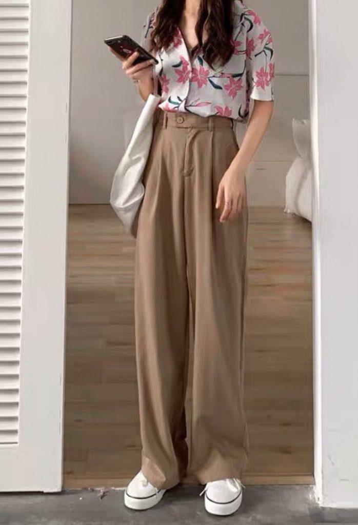กางเกงทรงลุงขายาว กับเสื้อเชิ้ตลายดอกสีชมพูน่ารัก