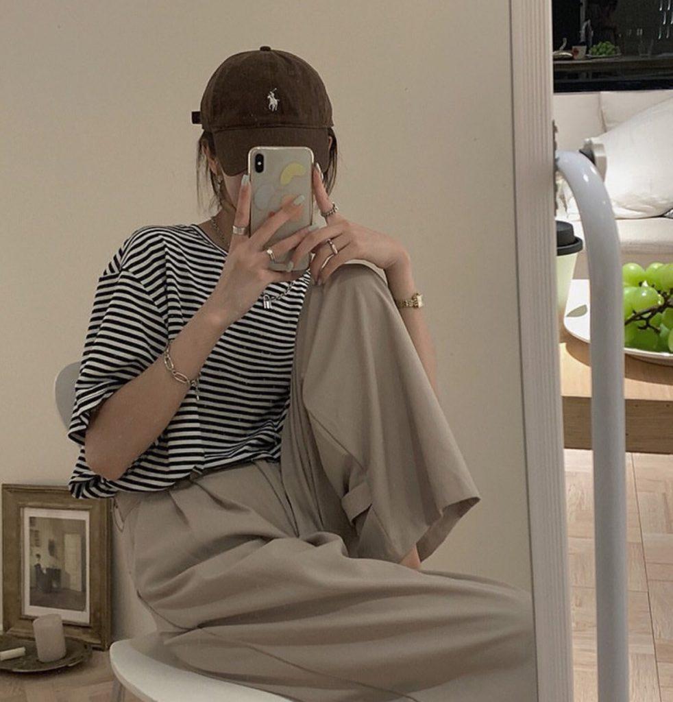 กางเกงทรงลุงขายาว กับเสื้อยืดธรรมดาแต่เท่แบบละมุนๆ