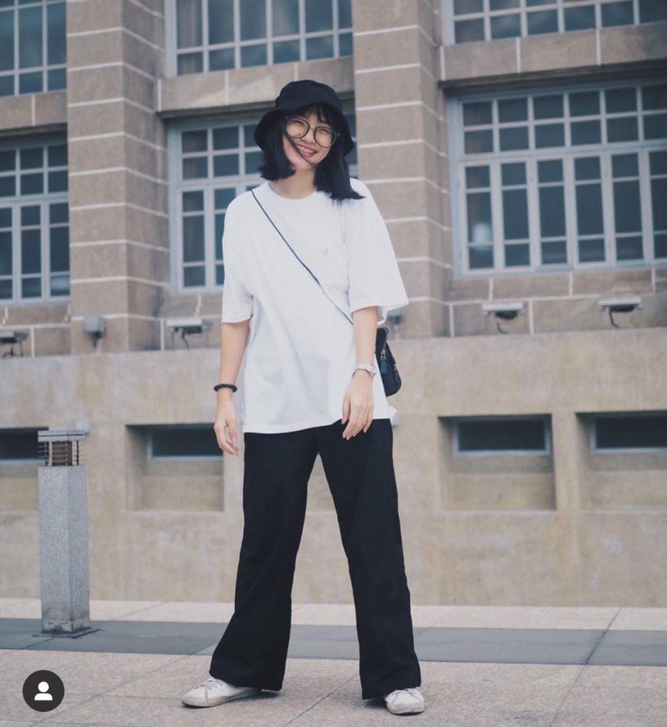 กางเกงทรงลุงขายาว กับเสื้อยืดธรรมดาๆแต่วินเทจ