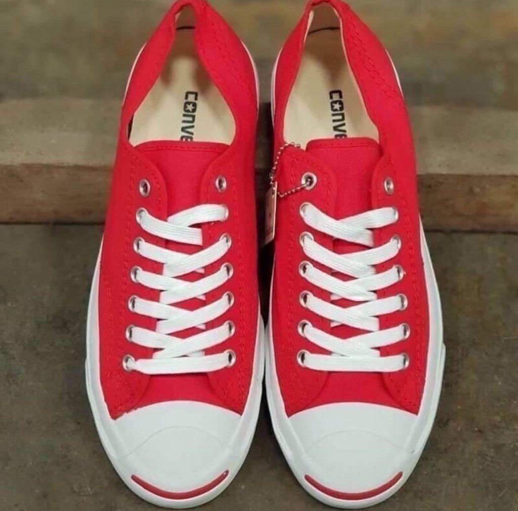 รองเท้าคอนเวิร์ส (Converse All Star) สีแดงแรงกว่าใคร