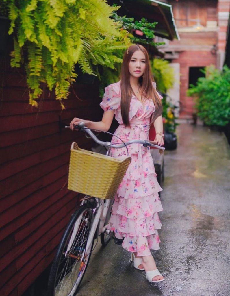 เดรสสีชมพู ยาวขนมชั้นสวยน่ารัก
