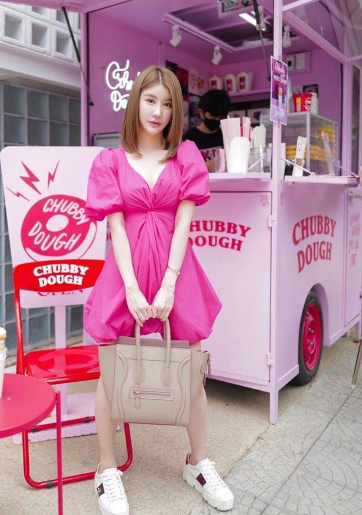 เดรสสีชมพู แซ่บ สวย น่ารัก ครบเลย
