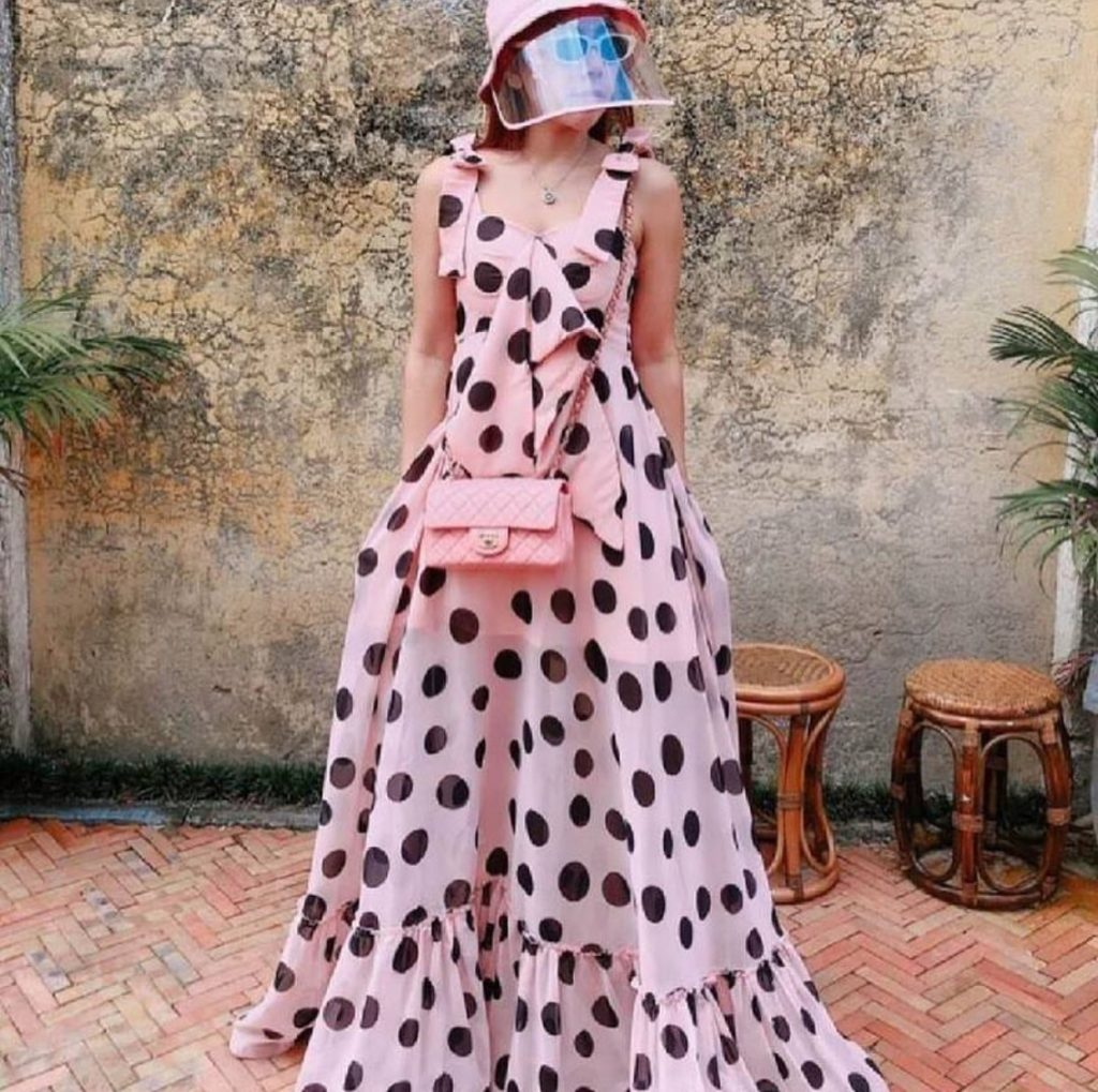 เดรสสีชมพู แบบยาวใส่แล้วสวยสง่า