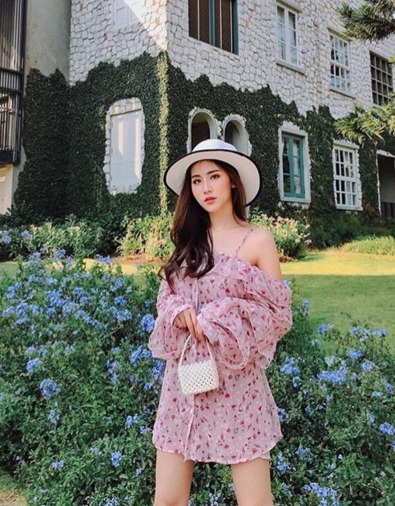 เดรสสีชมพู แบบสั้นลายดอก
