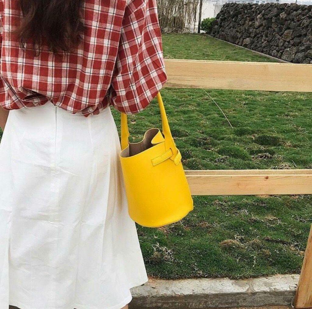 กระเป๋าทรงถัง ใช้ถือแบบเก๋ๆ
