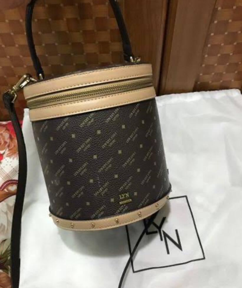 กระเป๋าทรงถัง LYN