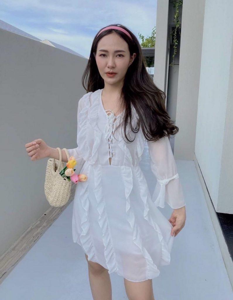 ชุดเดรสผ้าชีฟอง 2020 สีขาวแบบสั้นใส่สวยมาก