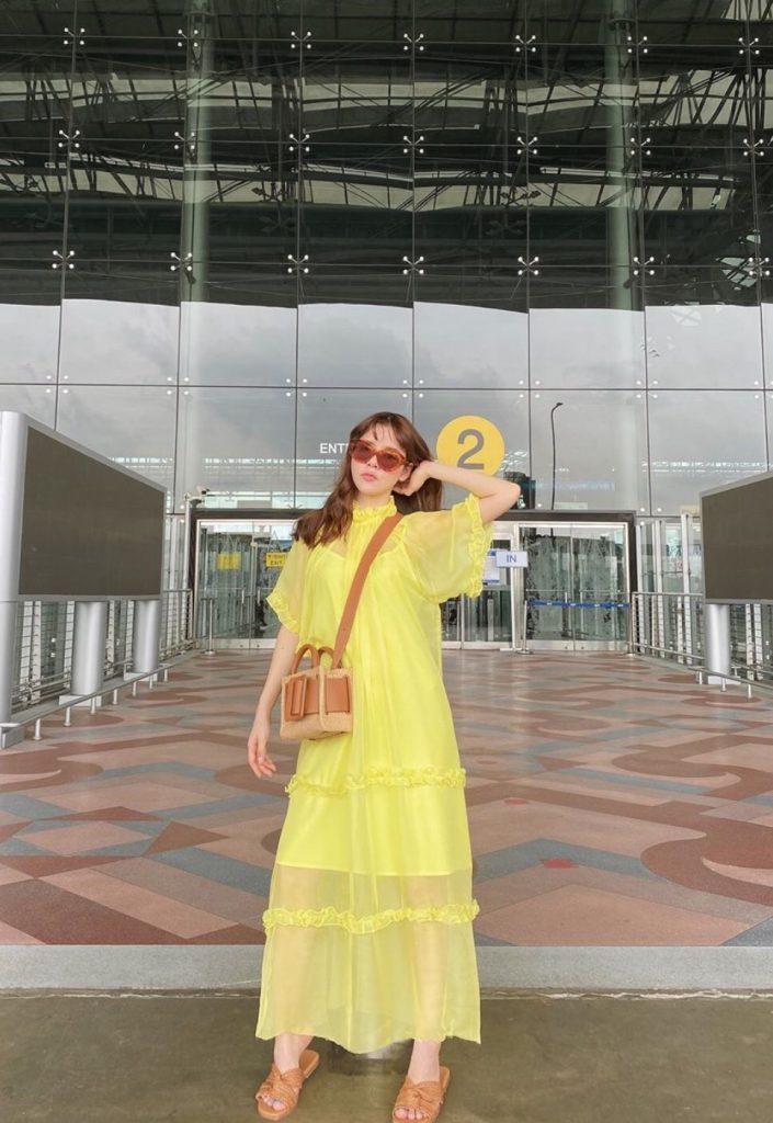 ชุดเดรสผ้าชีฟอง สีเหลืองอร่ามสวยสุด
