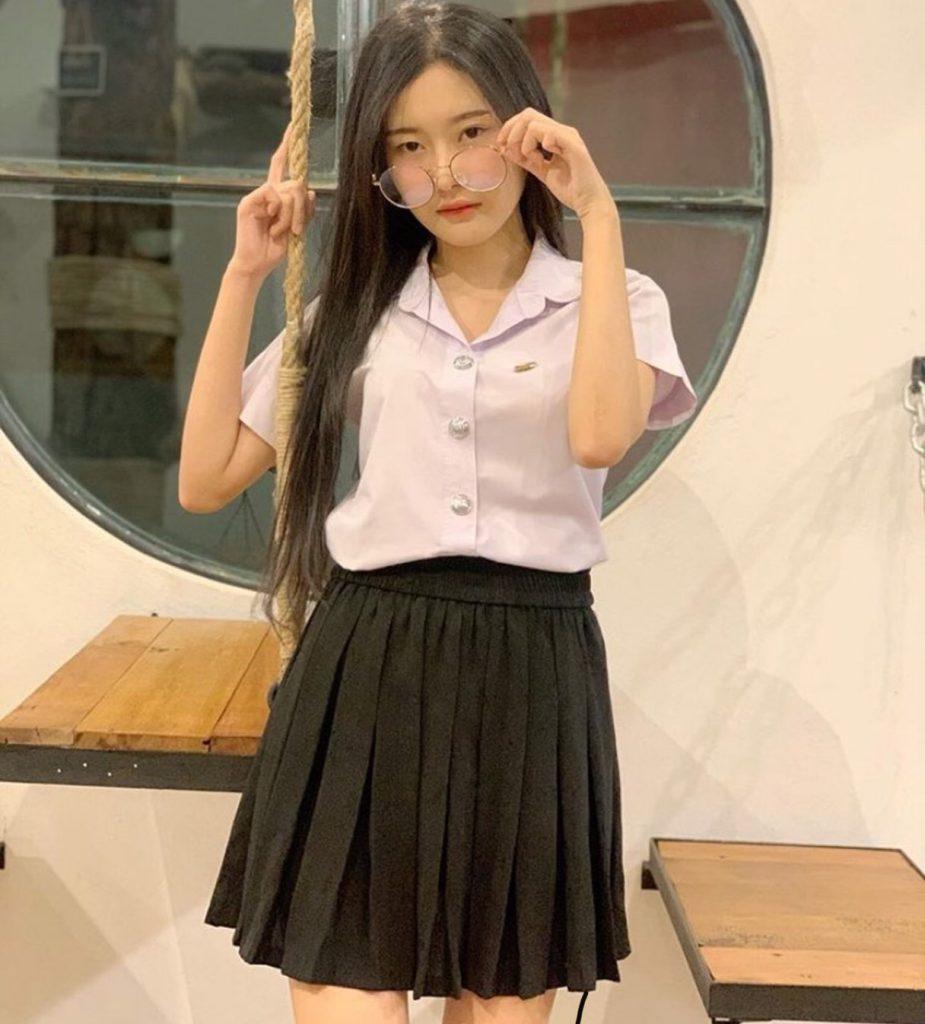 ชุดนักศึกษา 2020 สาวสายน่ารักกับกระโปรงพรีท