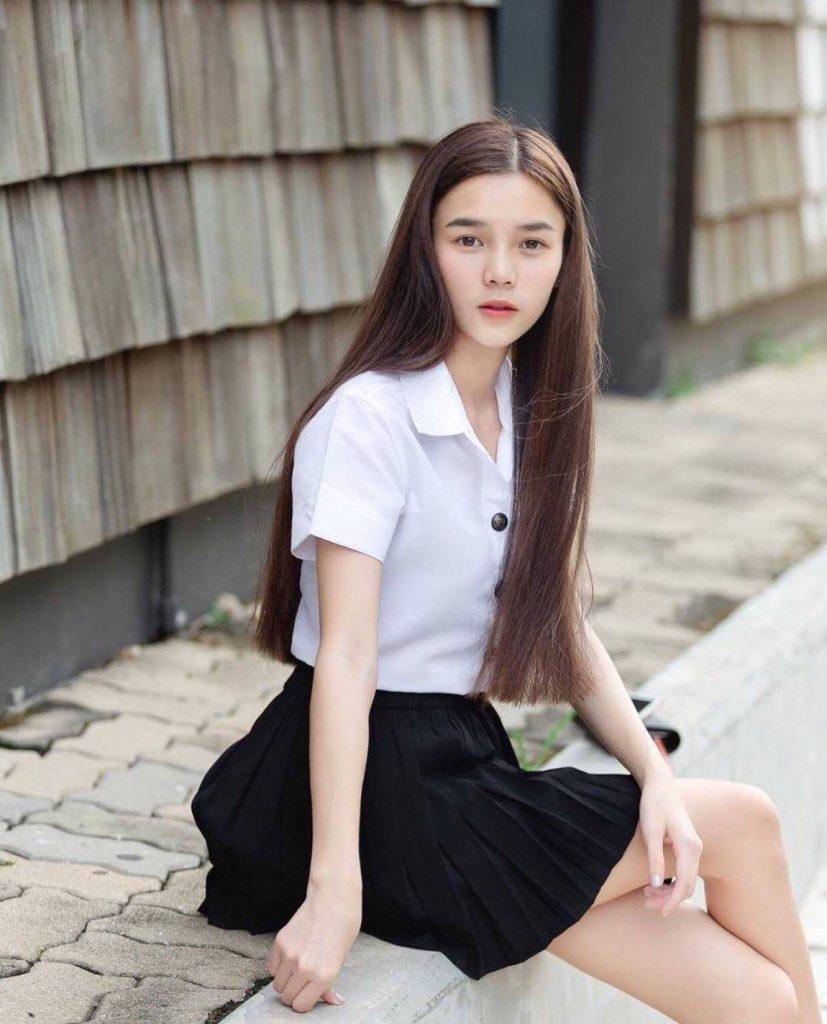 ชุดนักศึกษา 2020 สาวผมยาวลุคหวาน