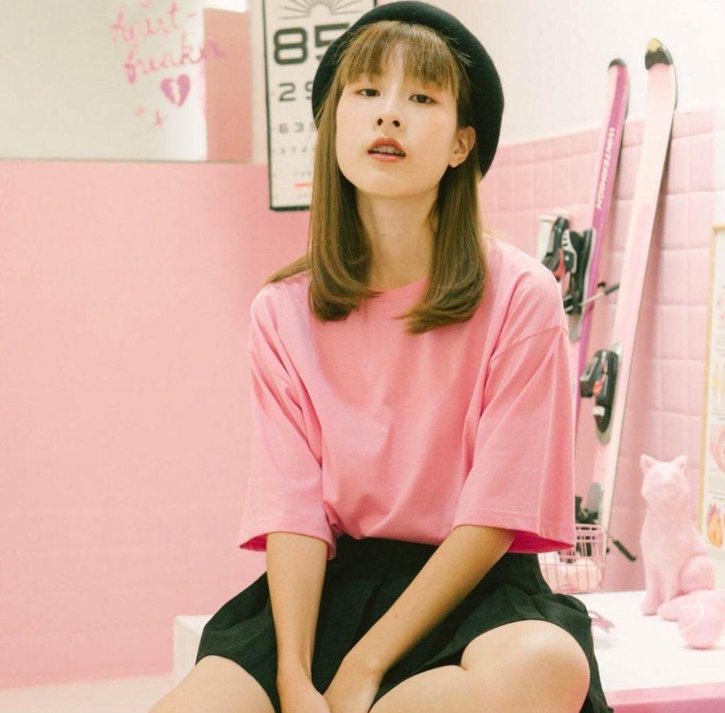กระโปรงเทนนิส แมทช์กับเสื้อเชิ้ตสีชมพูก็สวยแล้ว