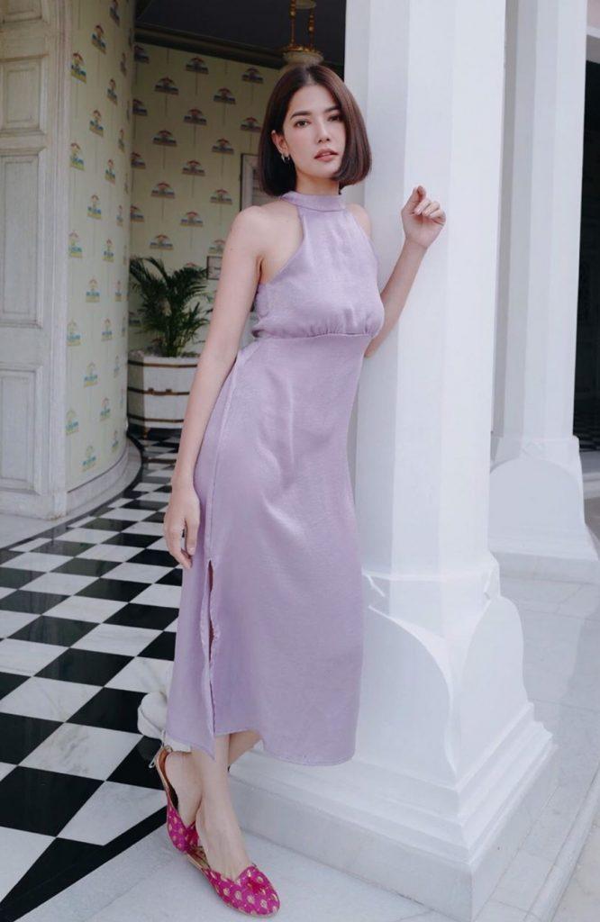 เดรสสีม่วง (Purple dress) แบบยาวใส่ยังไงก็สวย
