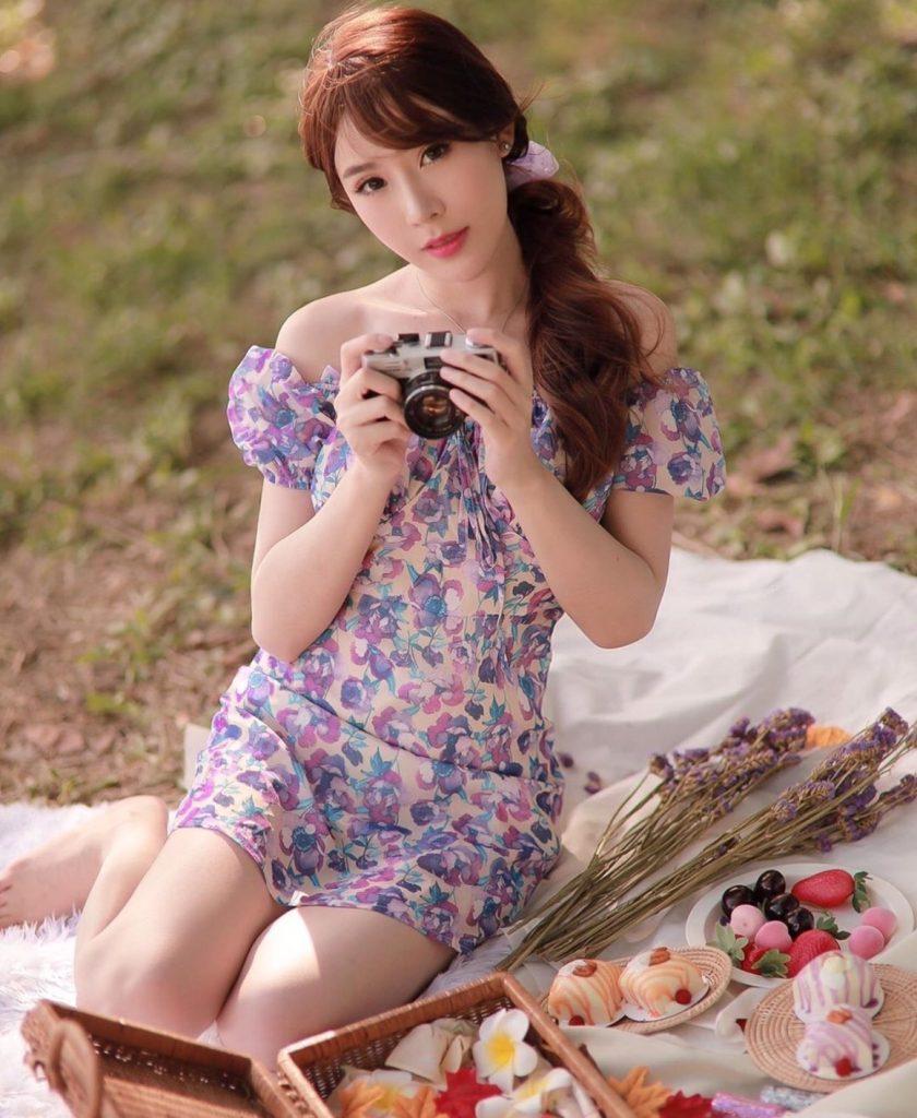 เดรสสีม่วง (Purple dress) มีความมินิมอล