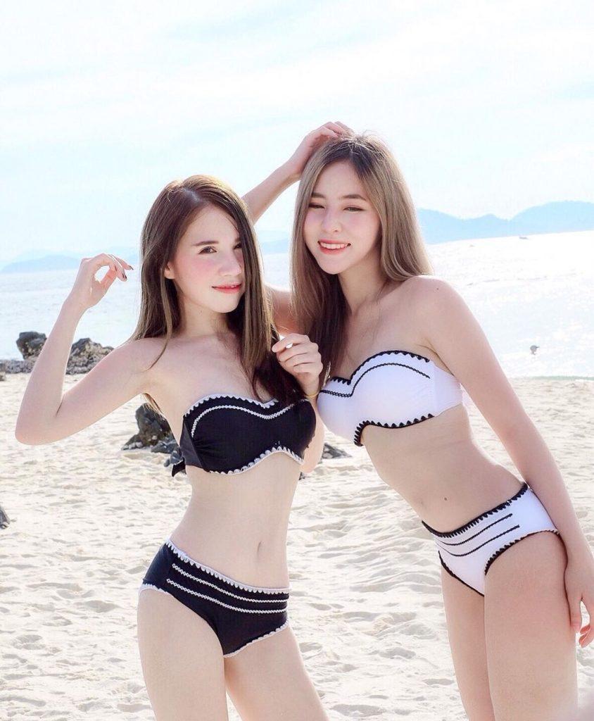 ชุดว่ายน้ำทูพีช 2020 สวยทั้งดำและขาว