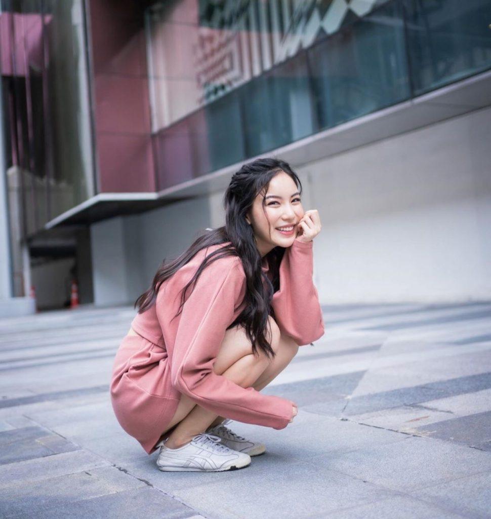 ชุดน่ารักฟรุ้งฟริ้ง มินิมอลด้วยสีชมพู