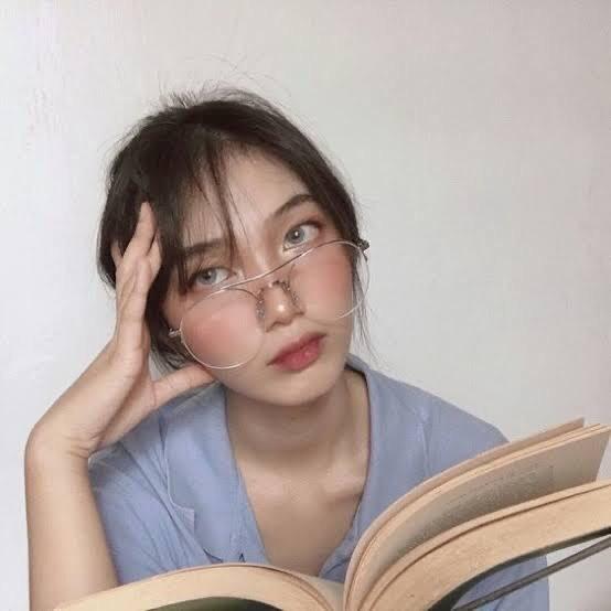 ไอเดีย โพสท่าอ่านหนังสือ แบบฮิฟๆ