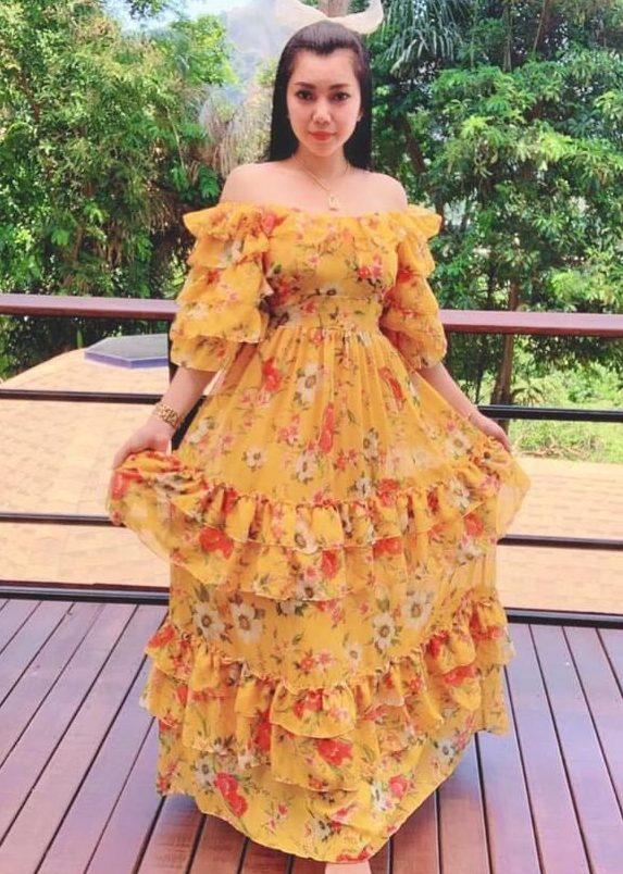 แฟชั่น เดรสยาวสวยๆ (Maxi dress) สีเหลือกก็ดูสวยเด่น