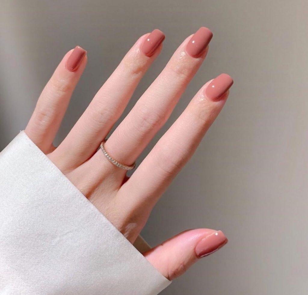 เล็บเจลสีชมพู สีที่ทำให้มือสวยขึ้น