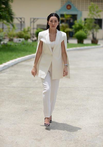 ชุดสูทสีขาว สวยดูแพงกับคุณนุ่น