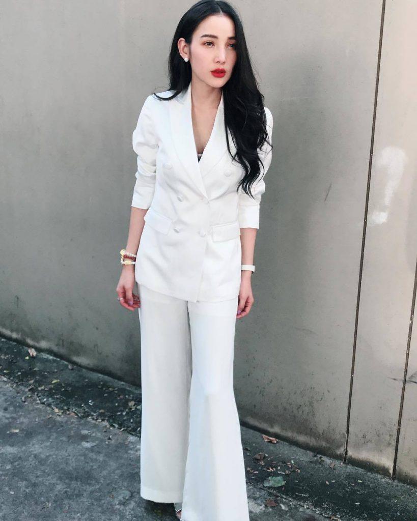 ชุดสูทสีขาว สวยเท่กับแม่แพท