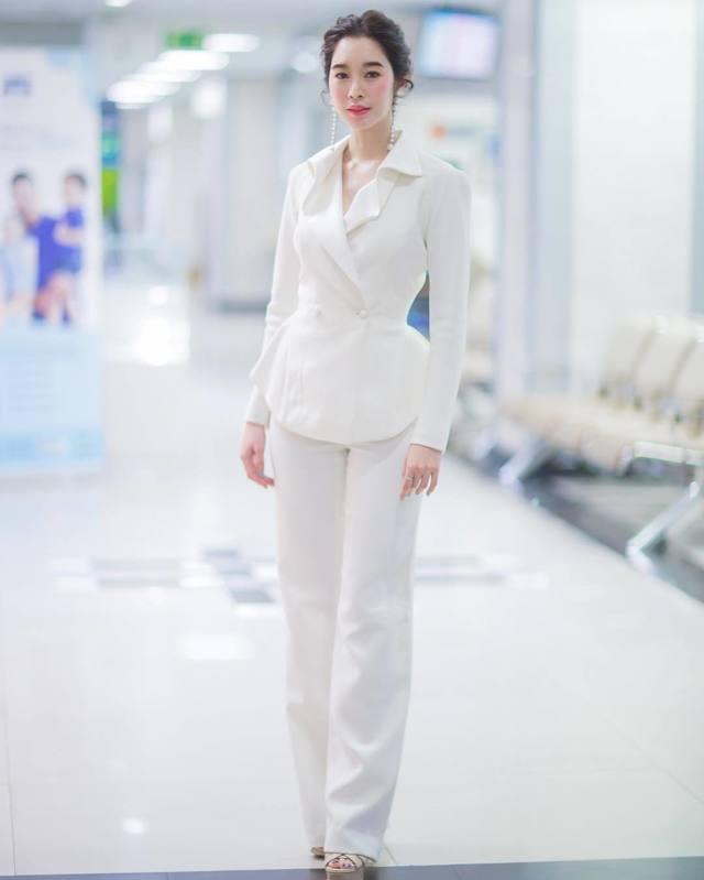 ชุดสูทสีขาว สวยดูแพง มีระดับ