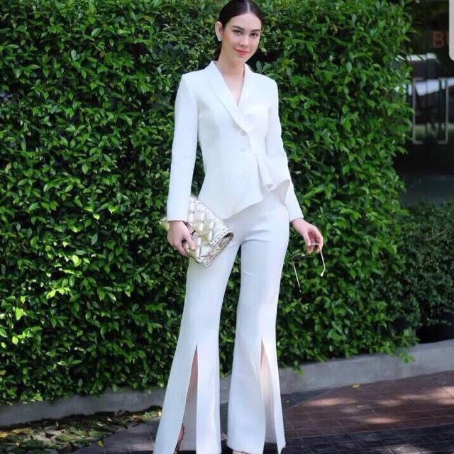 ชุดสูทสีขาว ของสาวแมท