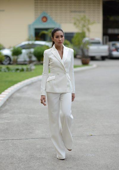 ชุดสูทสีขาว สวยเท่ แบบสุดๆ