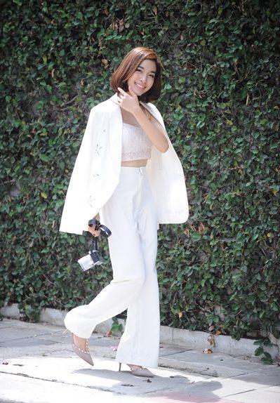 ชุดสูทสีขาว ใส่ได้หลายโอกาสที่ต้องการใส่