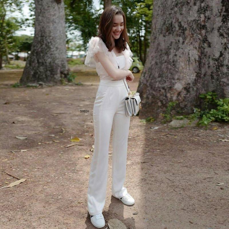 เสื้อผ้าโทนสีขาว สวยเก๋ได้ทุกงาน