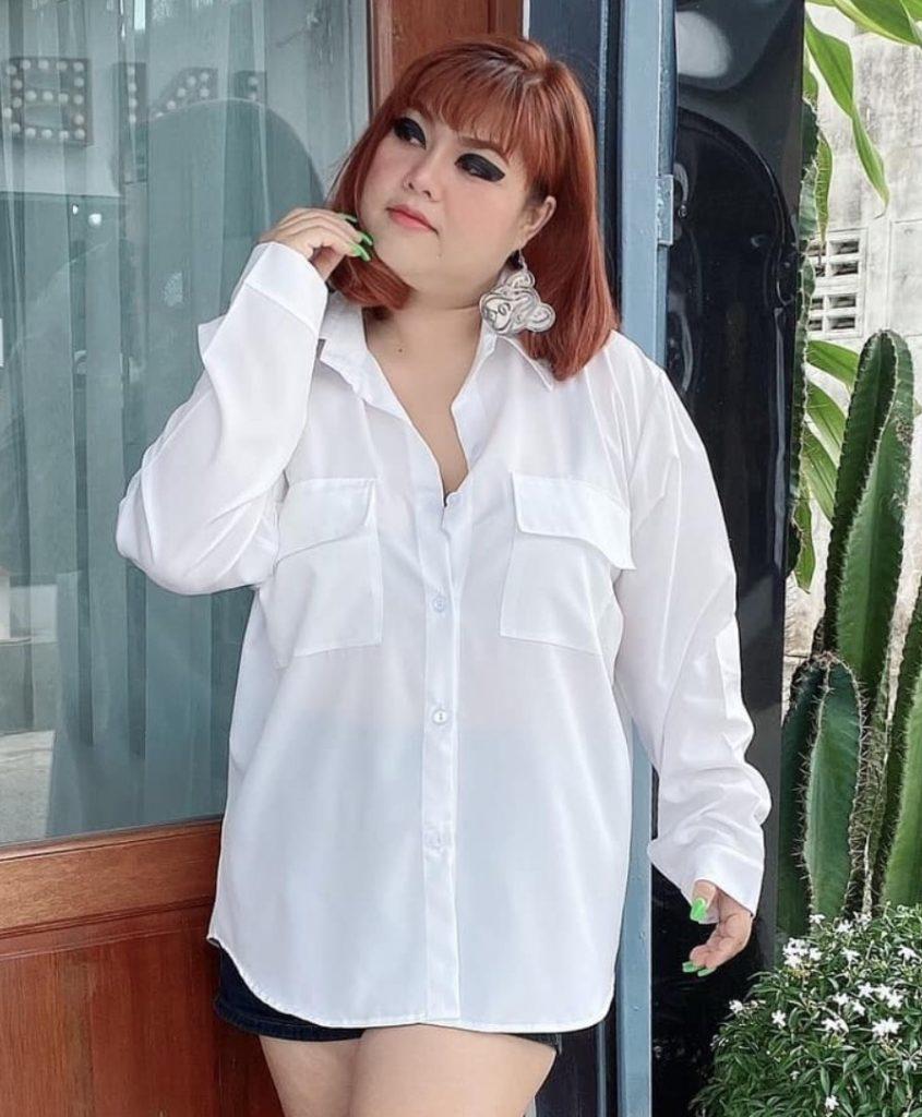 เสื้อคนอ้วนสวยๆ 2020 สีขาวใส่สวยแบบเรียบๆ
