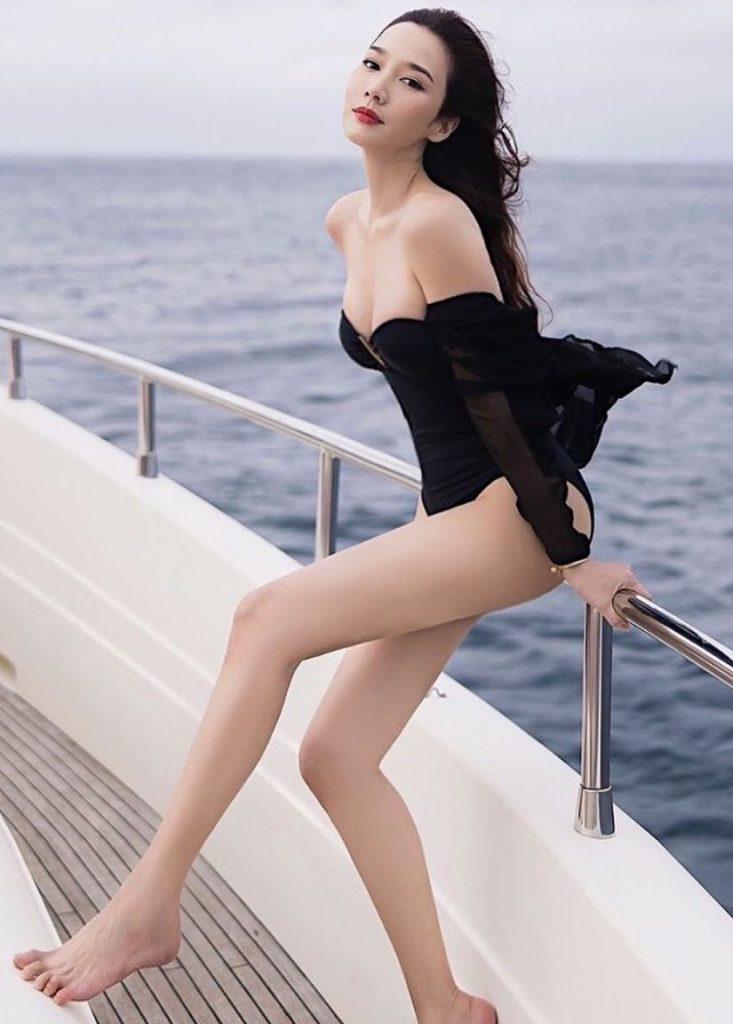ชุดว่ายน้ำ อั้ม พัชราภา สีดำสุดเซ็กซี่ 2020