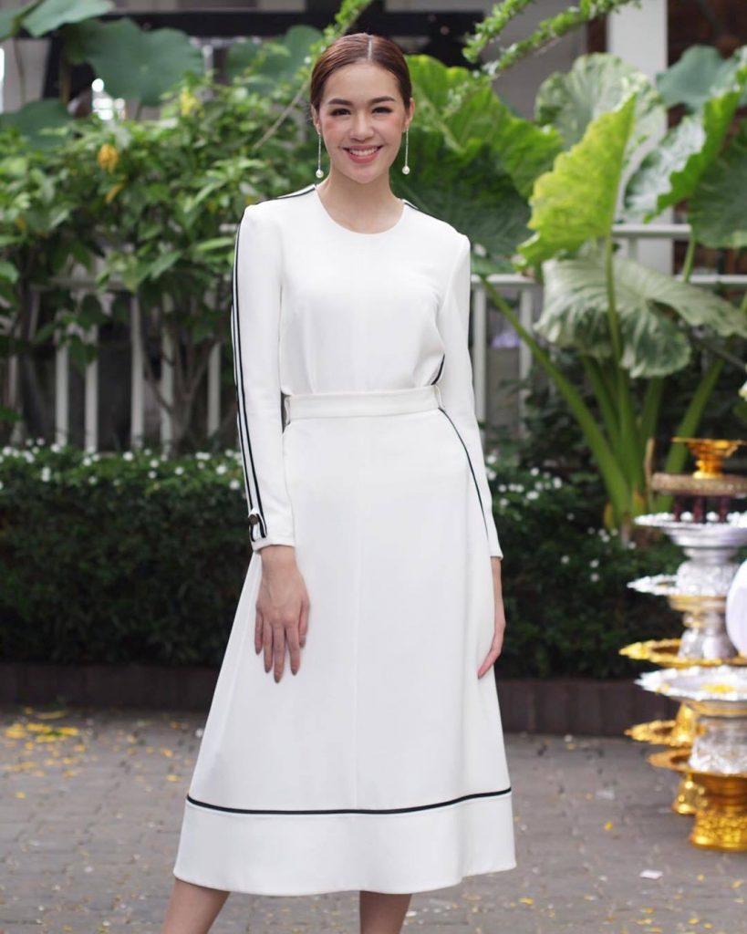 เสื้อผ้าโทนสีขาว สวยเก๋กับชุดเดรสสีขาว