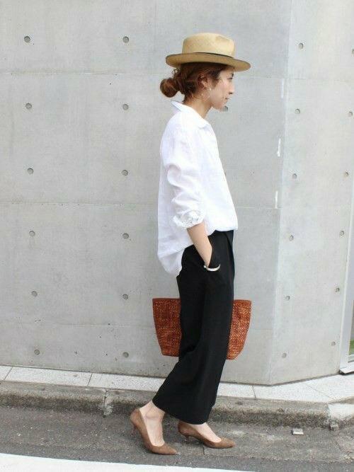 เสื้อผ้าโทนสีขาว กับสีดำได้มาก