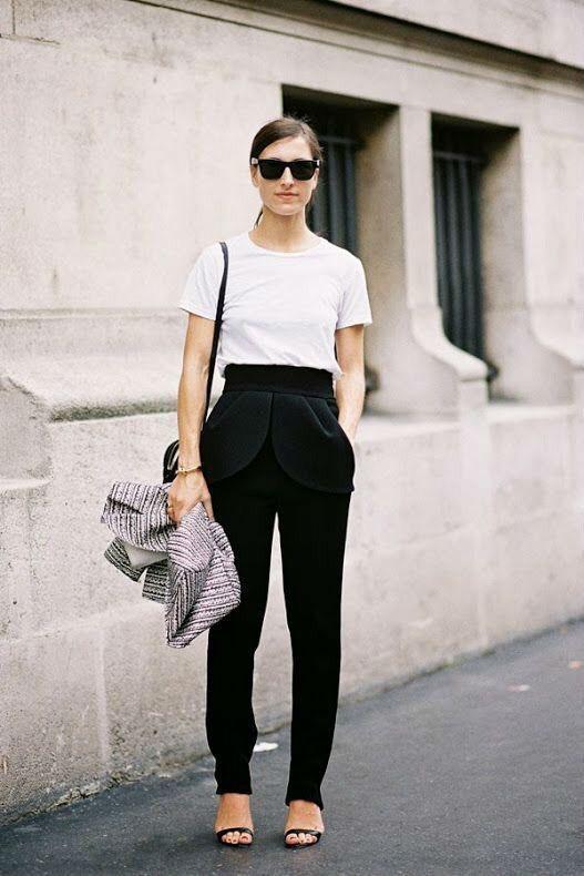 เสื้อผ้าโทนสีขาว กับกางเกงสีดำสวยเท่