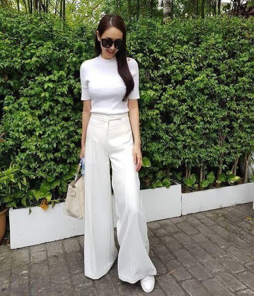 เสื้อผ้าโทนสีขาว แบบเรียบๆ